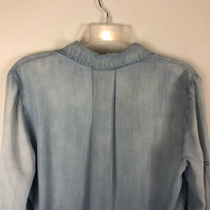 Anthropologie Tops - Anthropologie Cloth & Stone Chambray Pocket Shirt